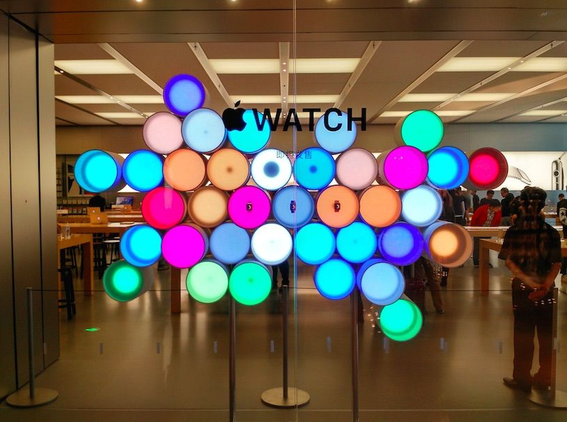 Heres What Its Like To Try On The Apple Watch At Stores