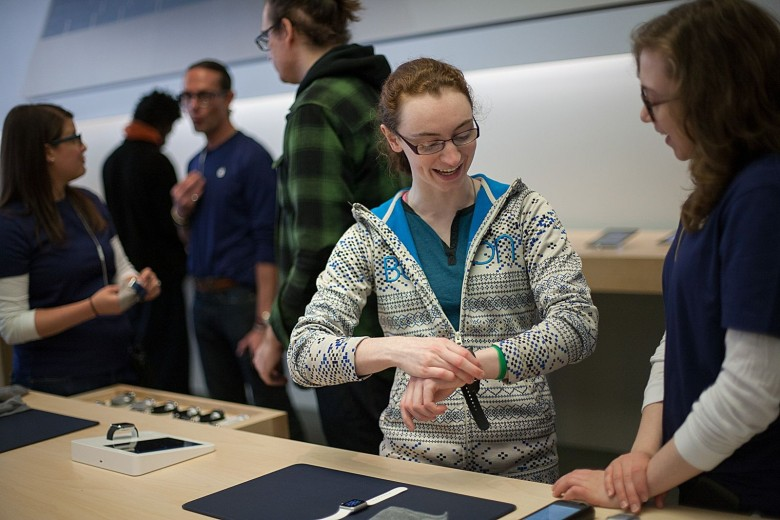 Shannon Stroh, of Plymouth, Minn., tries on a Apple Watch at the downtown Chicago store. Photo: David Pierini/Cult of Mac