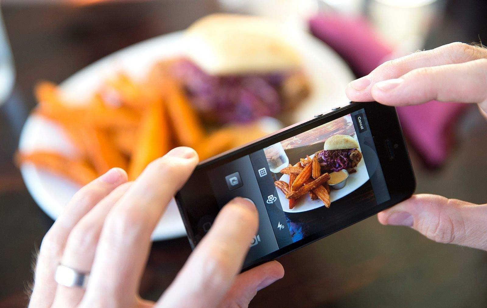 Food photography fad gets restaurants eyeing instagram for Where to buy photography