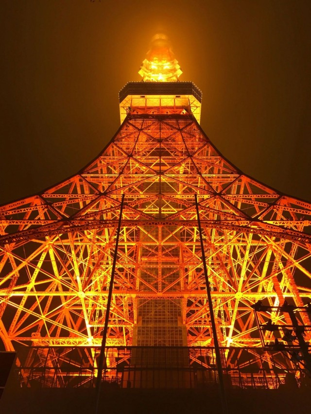 This shot of Tokyo Tower made by Satoshi Honma has appeared in iPhone 6 ads all over the world.