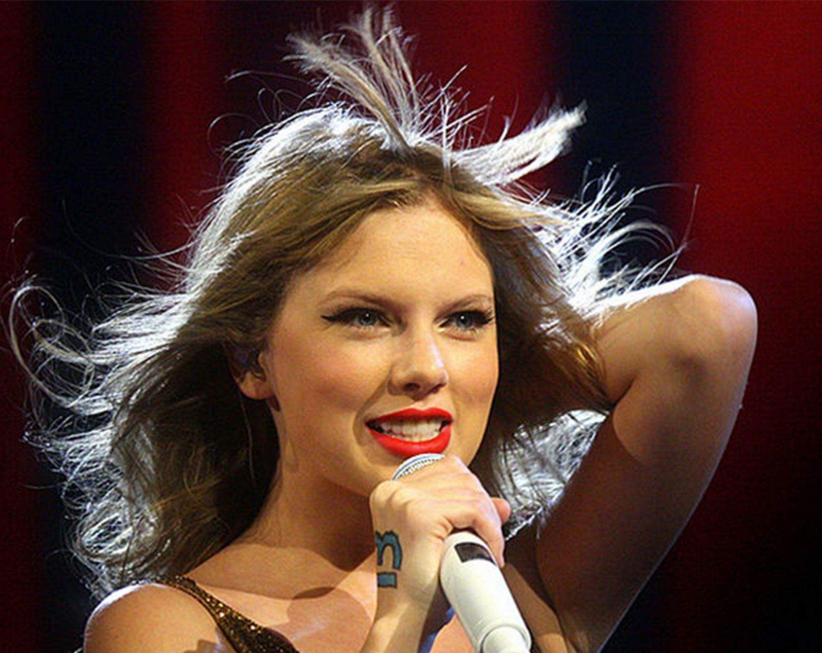 Taylor Swift criticized Apple for initially not paying artistst during the trial period for Apple Music.