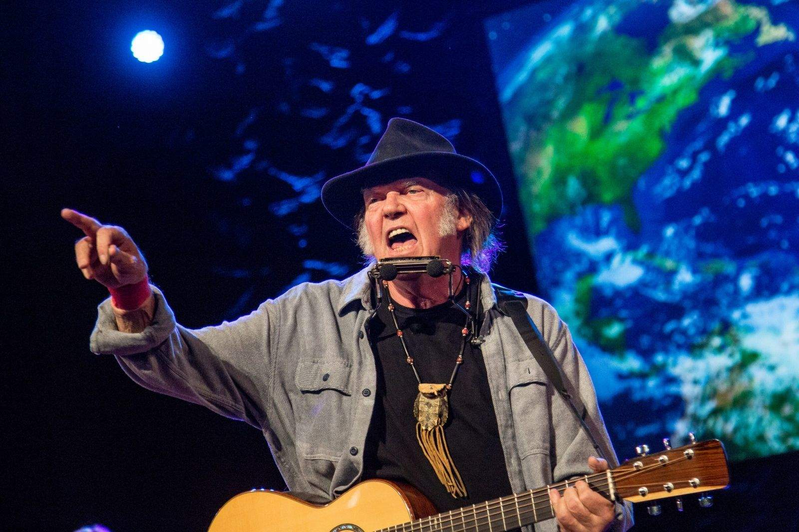 Neil Young hates your silly music stream services