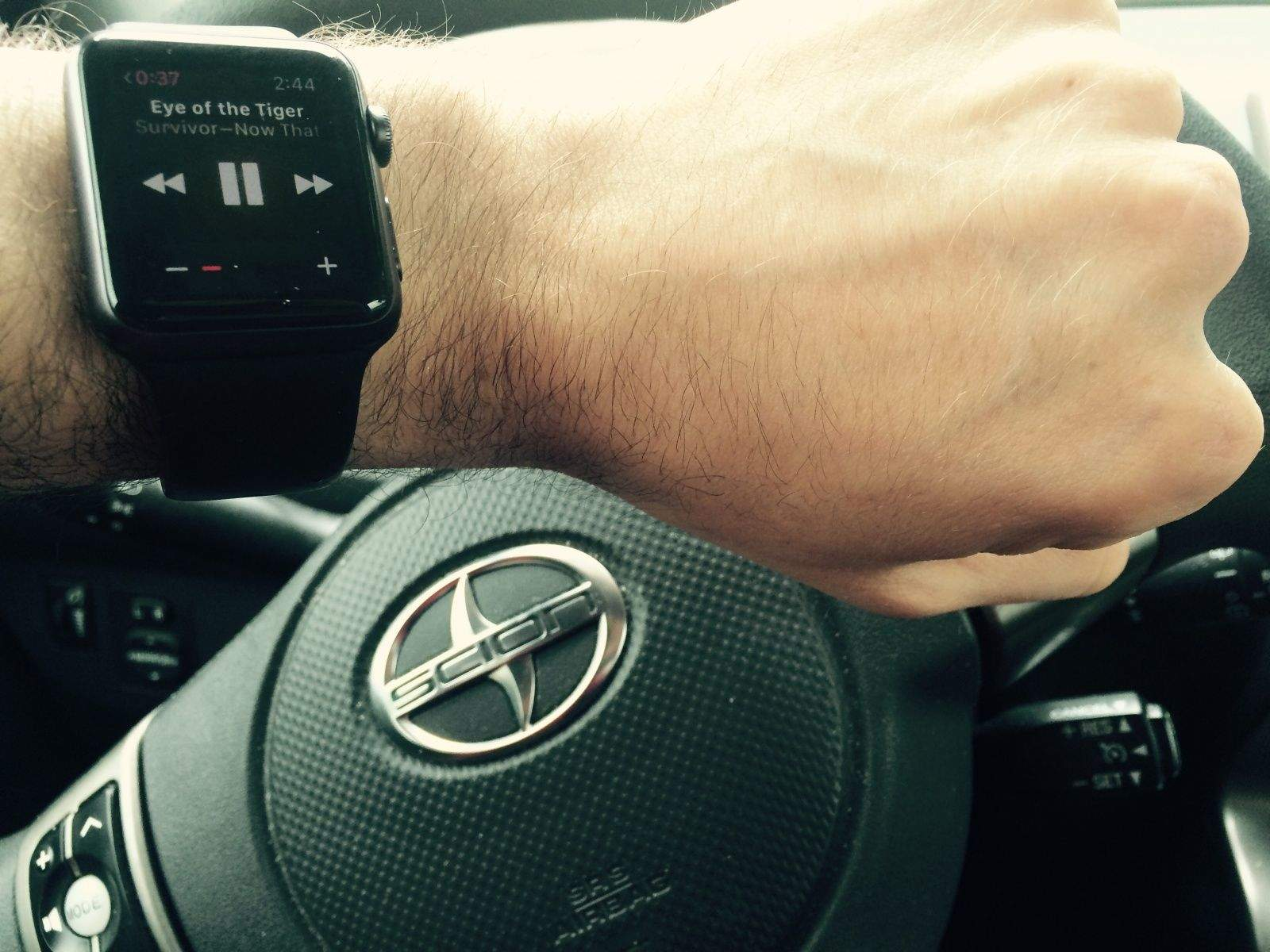 Apple Watch while driving
