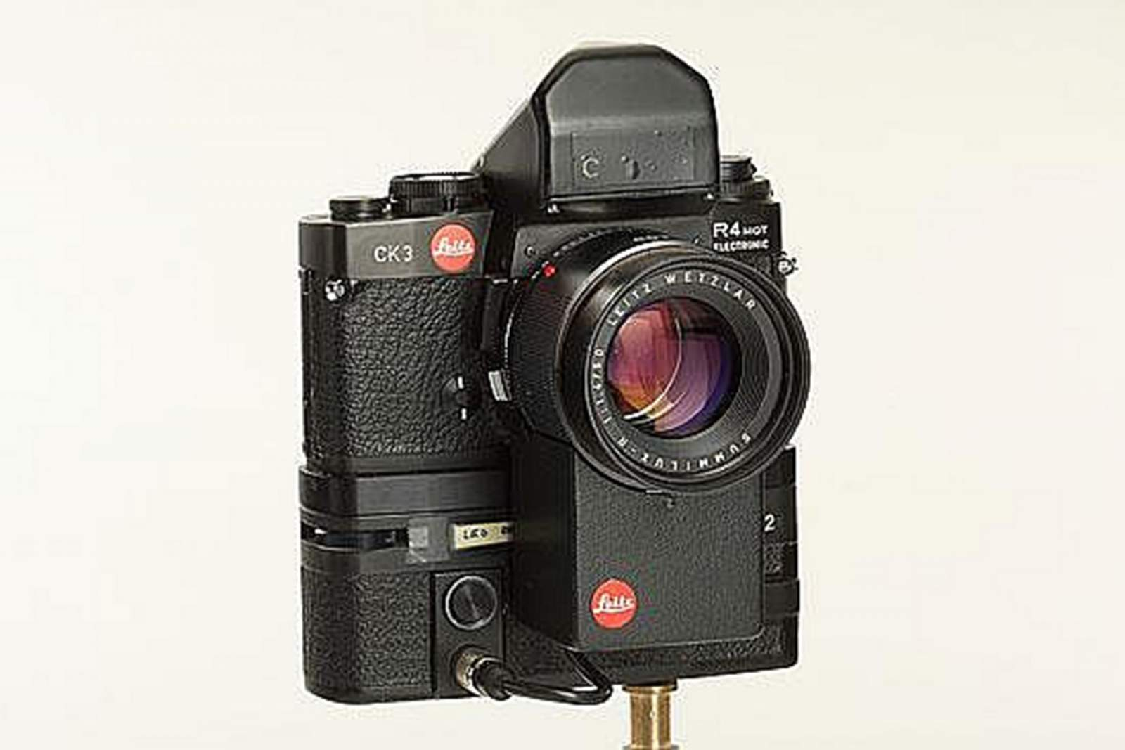 Leica invented the autofocus camera system with the Correfot in 1976.