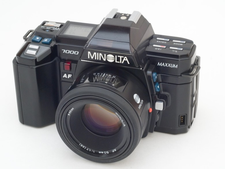 Leica passed on what it learned about auto focus to Minolta, which made the first commercially succesful auto focus camera in 1985 with the Minolta 7000.