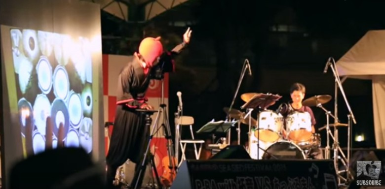 iPad drummer Appleman recently battled with a drummer on an analog drum kit.