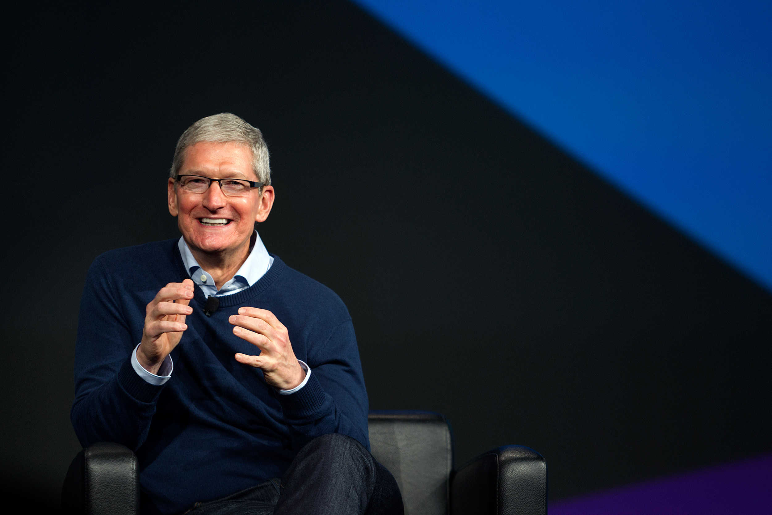 Tim Cook takes home $125 million for Apple's best year since 2009