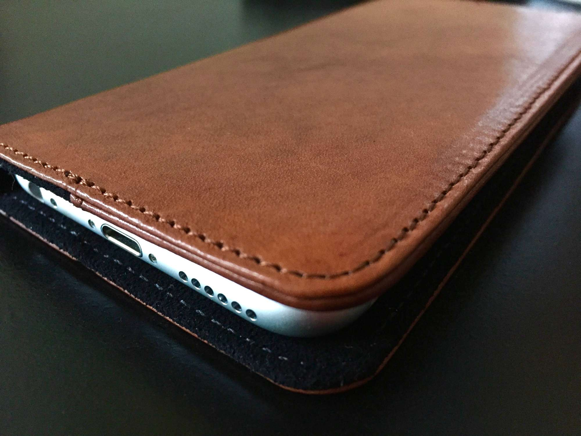 info for 9ad98 166f1 Clever leather wallet case can turn iPhone 6s into a dock