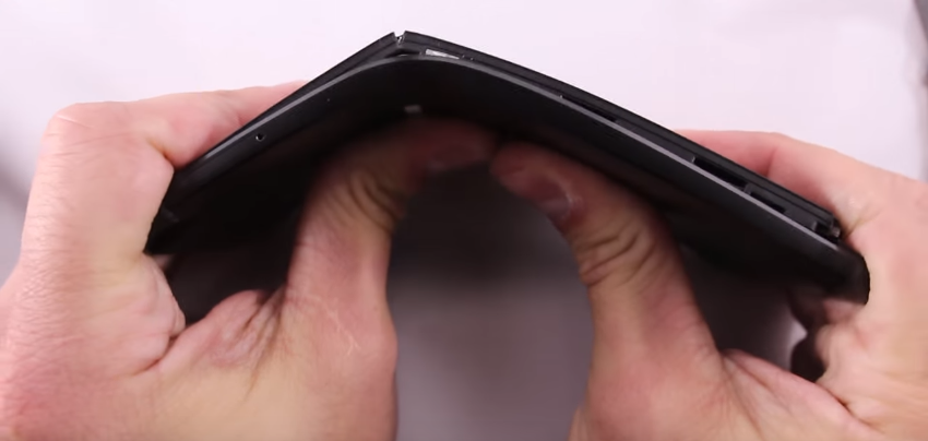 bendgate-is-back-watch-the-nexus-6p-fold-insanely-easily-image-cultofandroidcomwp-contentuploads201510Screen-Shot-2015-10-30-at-144643-png
