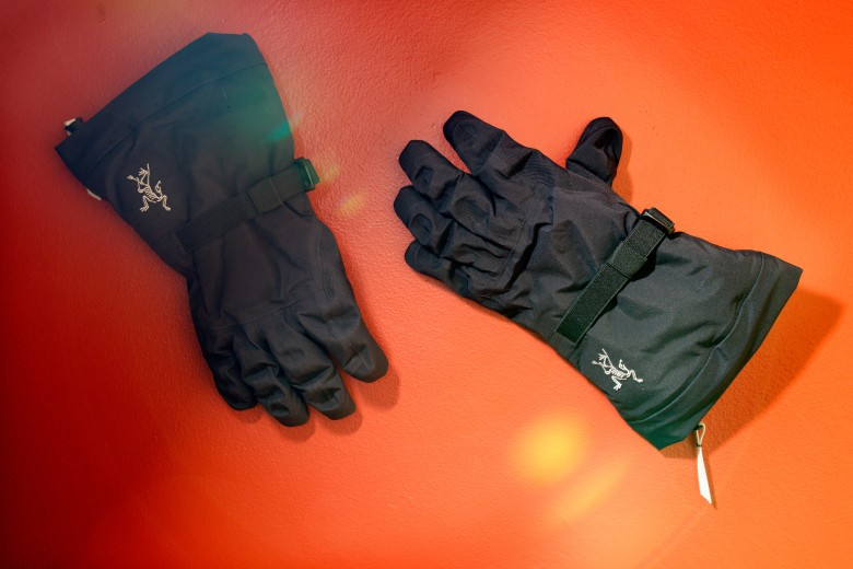 With the Lithic ski gloves from Arc'teryx, there's no need to sacrifice dexterity for warmth.