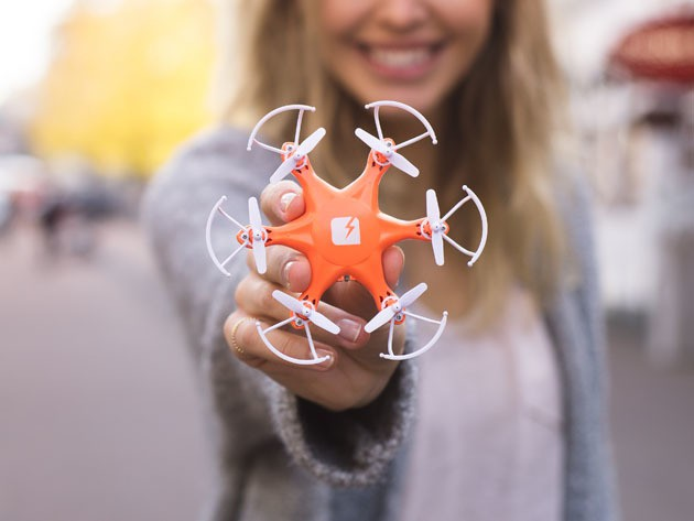 With six propellers, SKEYE's Hexa Drone has unparalleled stability and maneuverability, and fits in your hand.