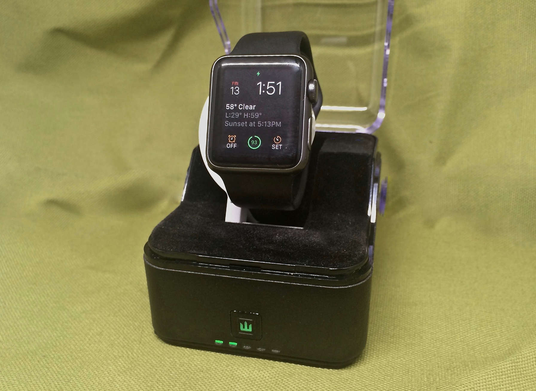 Trident-Apple-Watch-stand-v2