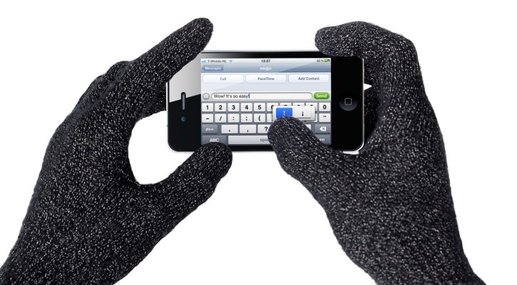 mujjo-touchscreen-gloves-typing