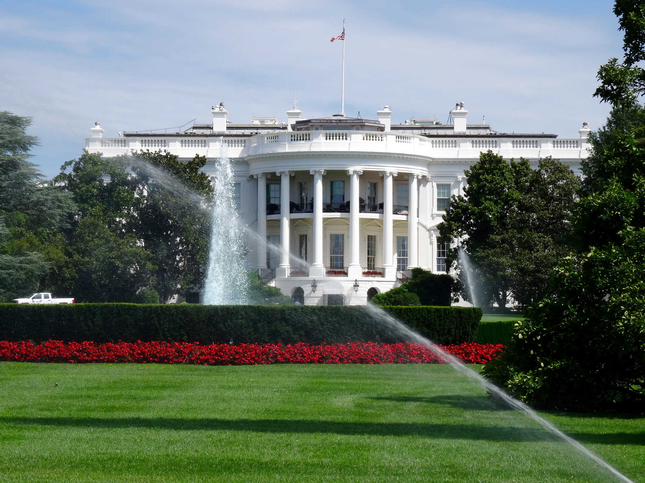 Should Apple take over the White House?