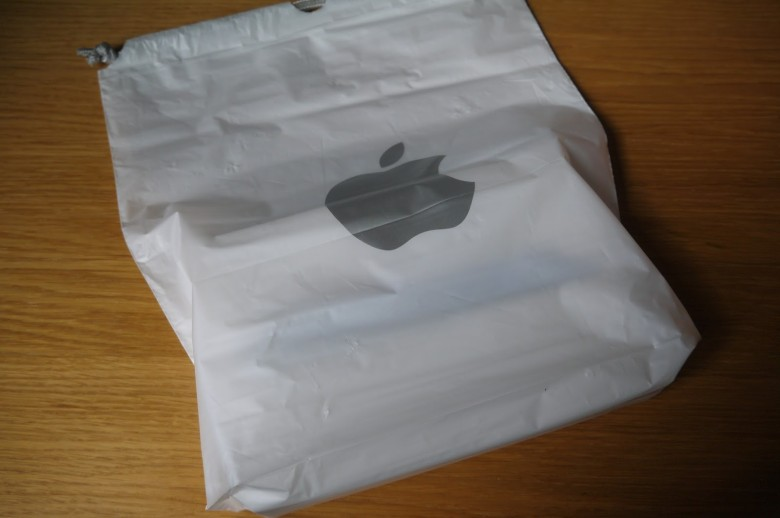 Am I the only one who dislikes Apple Store bags?