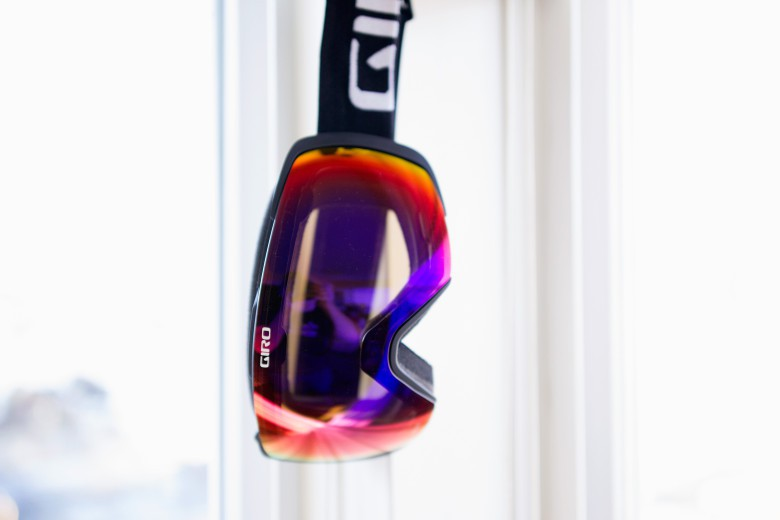 Giro's Contact snow goggles utilize one of Apple's favorite things: magnets.