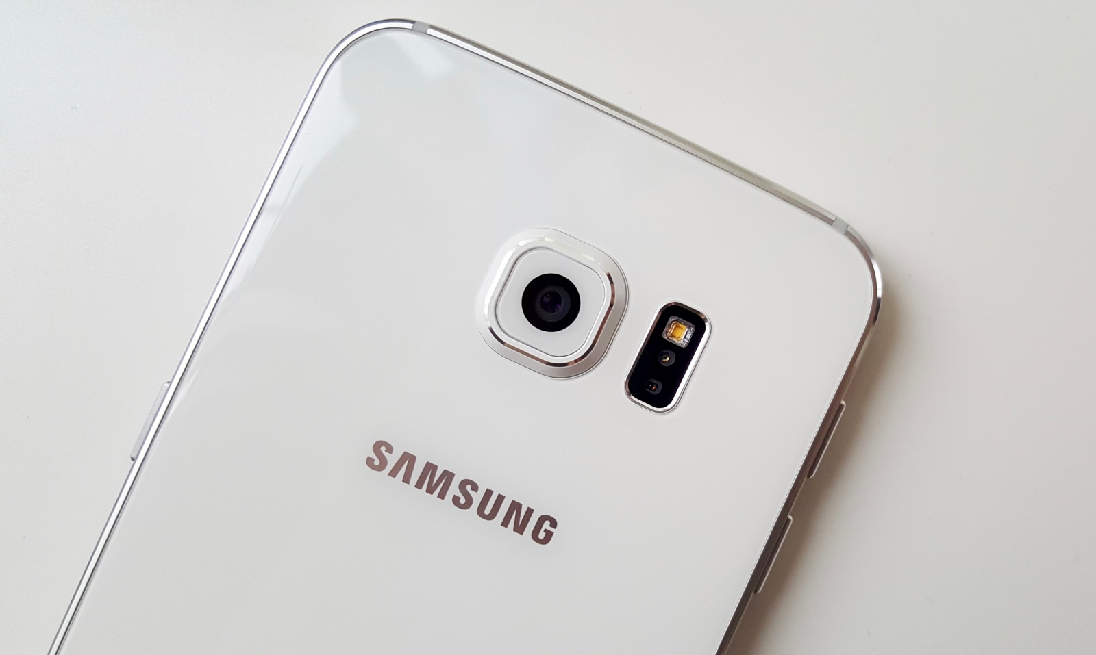 samsung-to-copy-iphone-upgrade-program-to-stop-switchers-image-cultofandroidcomwp-contentuploads201511Galaxy-S6-cam-jpg