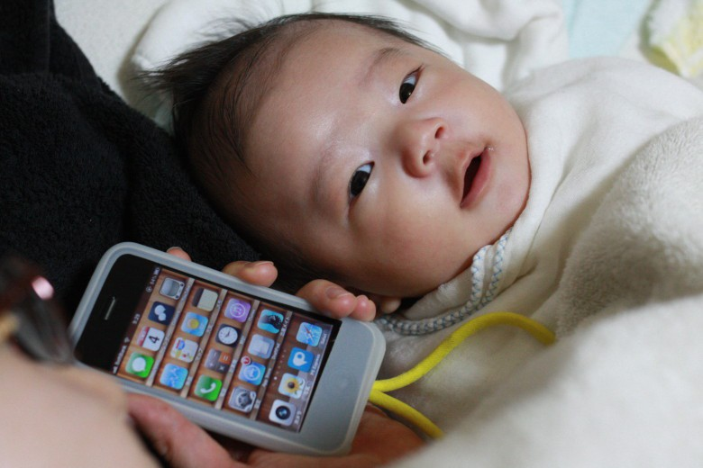 Chinese couple sold 18 day old daughter for iphone