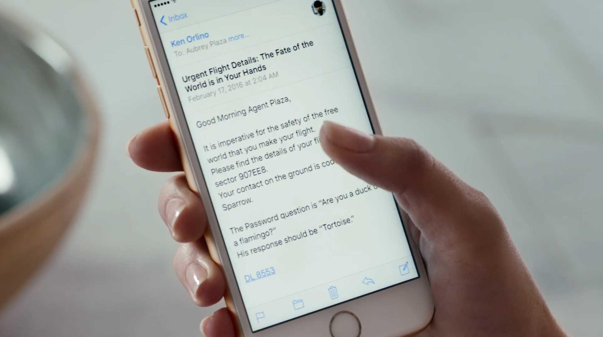 Aubrey Plaza iPhone 6s ad
