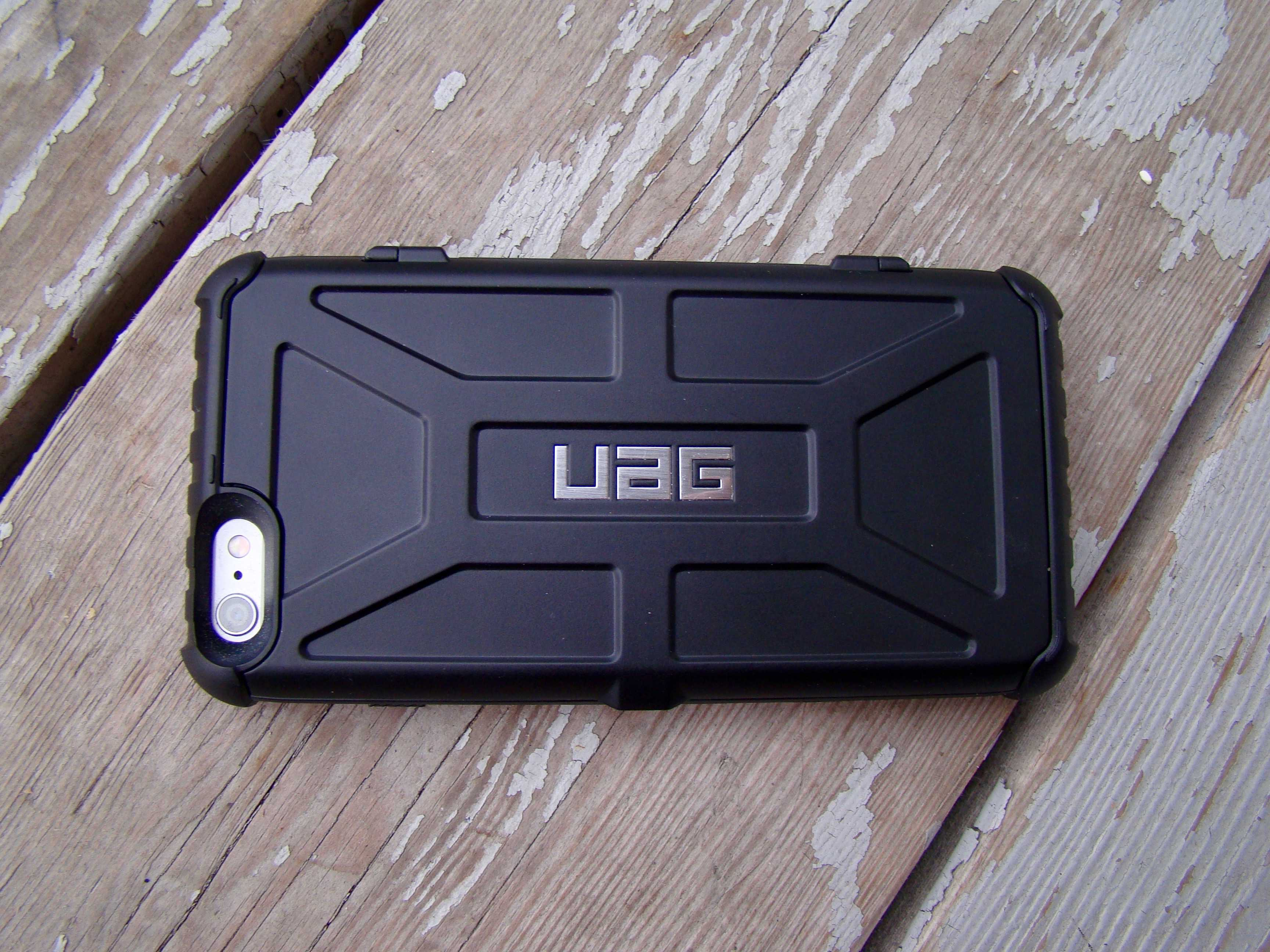 The UAG Trooper It features a rugged design with reinforced corners for extra drop protection.