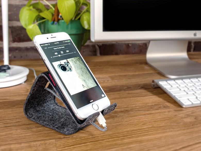 Meet Stanley, a soft little leather stand for your iPhone.