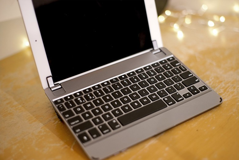 review bridge the gap with the brydgeair ipad keyboard case. Black Bedroom Furniture Sets. Home Design Ideas