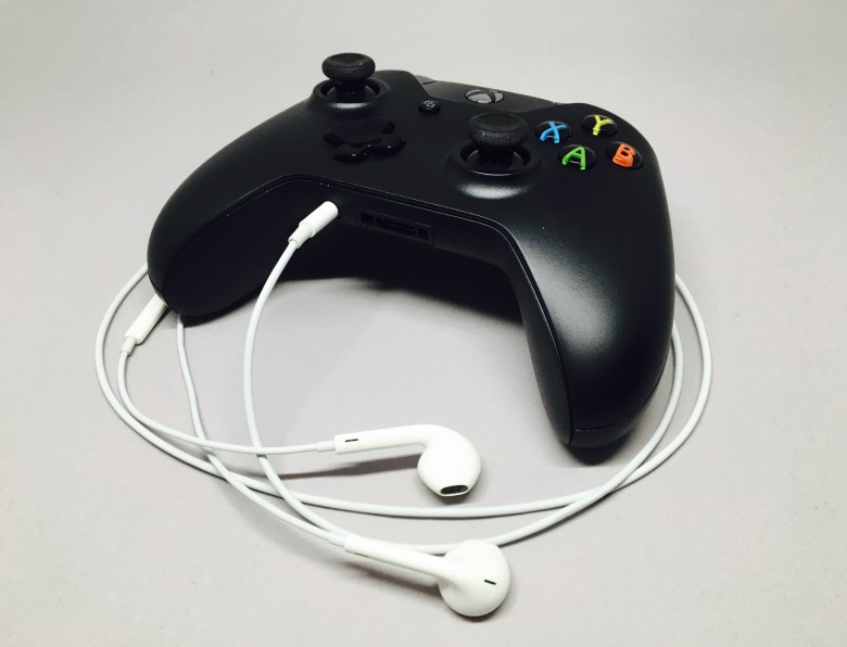 Xbox One controller Apple EarPods