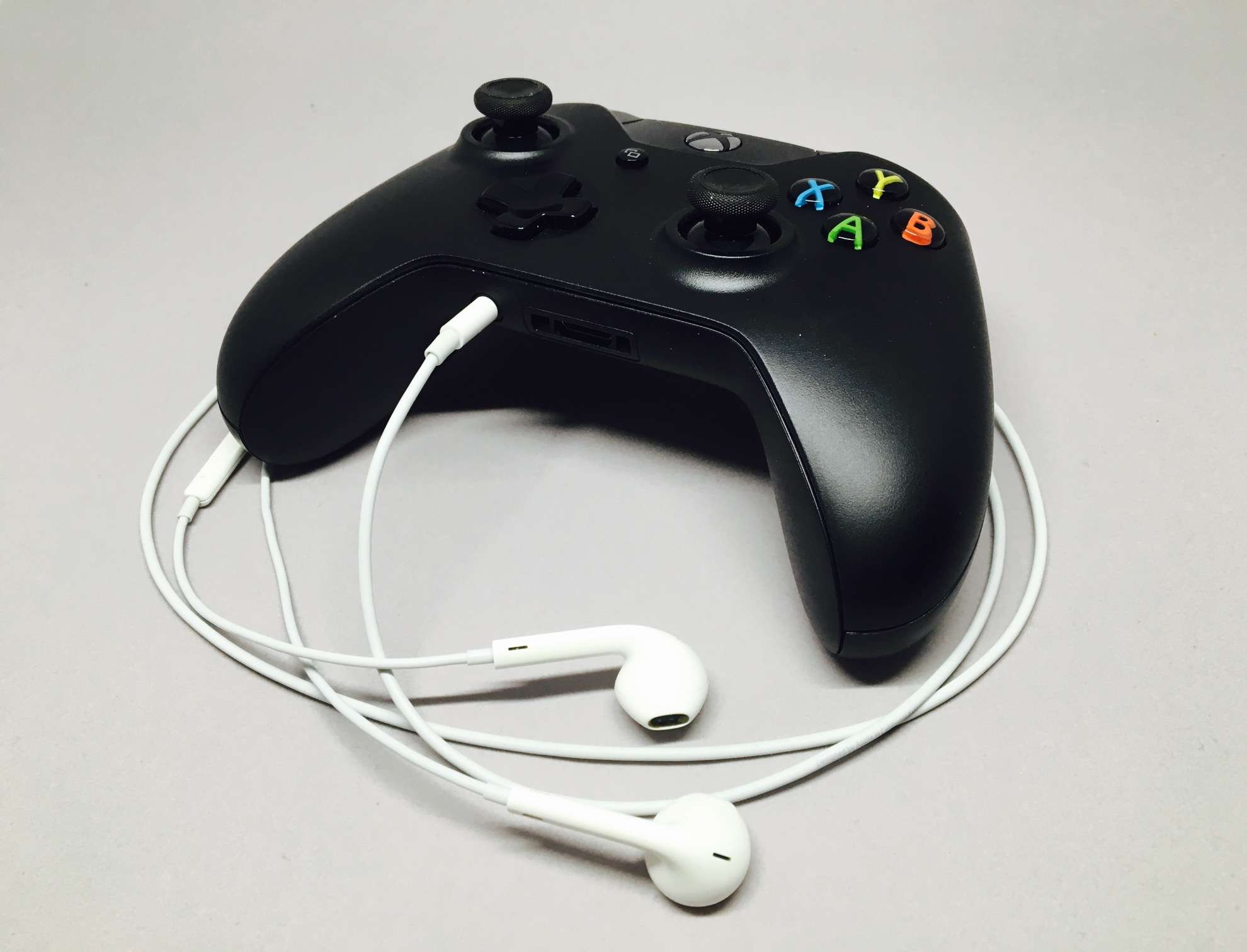 Xiaomi Earphone Earpods Half In Ear With Mic How To Make Play Nicely Xbox One Cult Of Mac