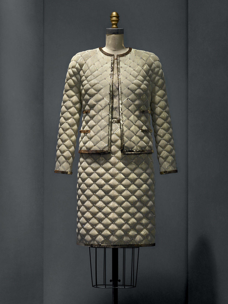 ensemble-karl-lagerfeld-manus-x-machina-fashion-exhibition-met-nyc_dezeen_936_1