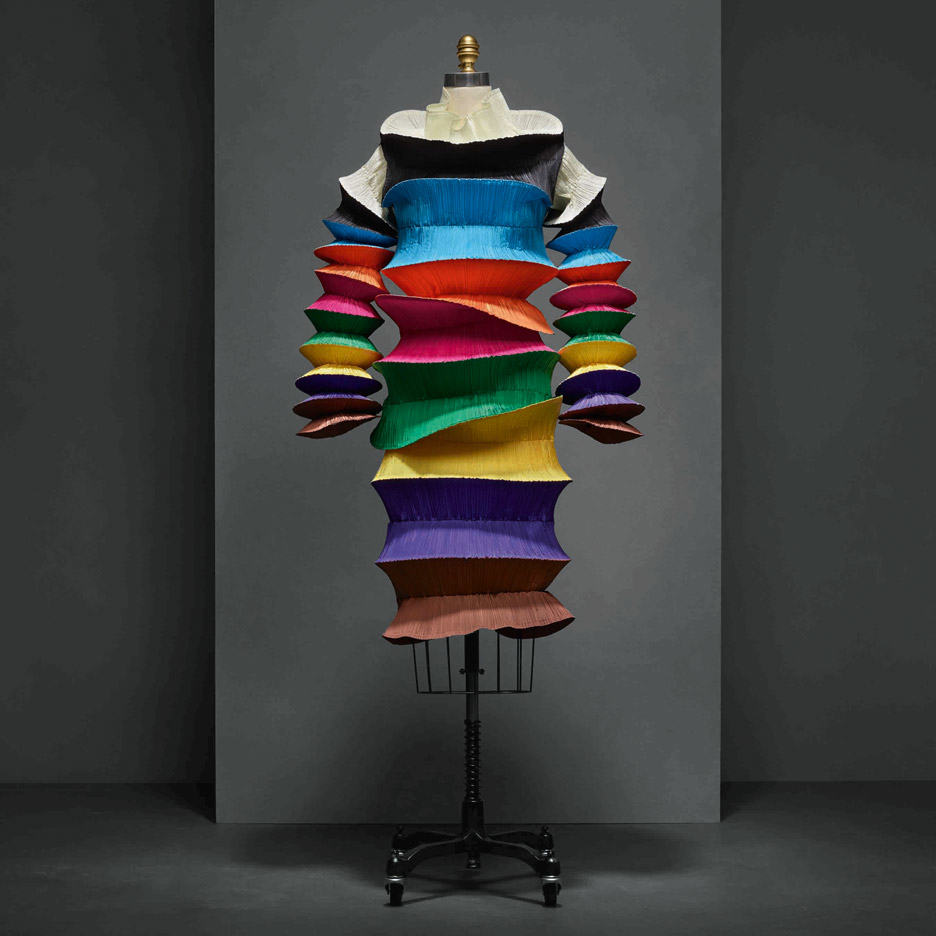 flying-saucer-dress-issey-miyake-manus-x-machina-fashion-exhibition-met-nyc_dezeen_936_6