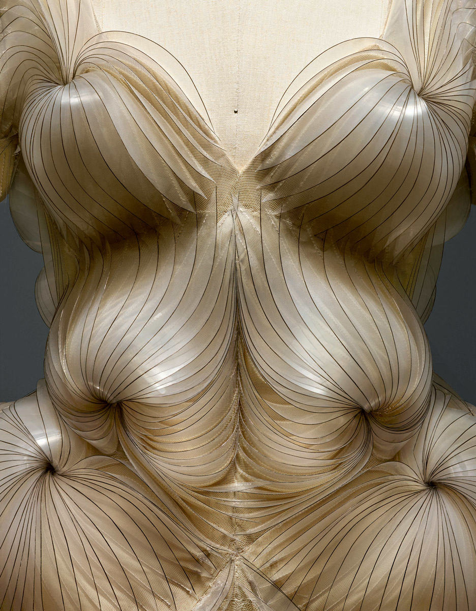 iris-van-herpen-manus-x-machina-fashion-exhibition-met-nyc_dezeen_936_11