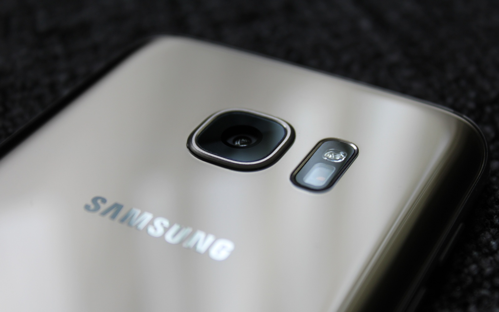 Samsung could beat Apple to dual-lens smartphone cameras