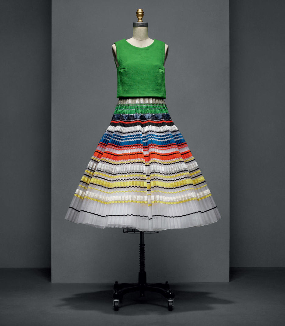 raf-simons-house-of-dior-manus-x-machina-fashion-exhibition-met-nyc_dezeen_936_5