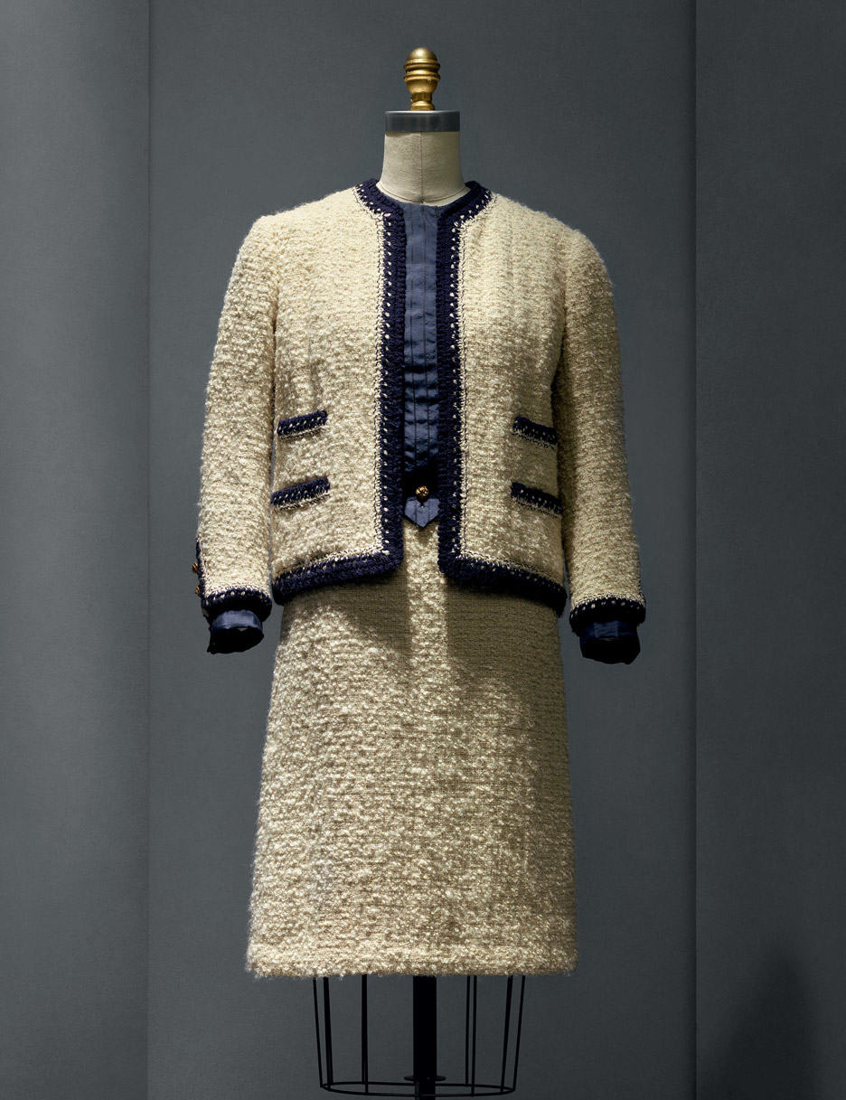 suit-coco-chanel-manus-x-machina-fashion-exhibition-met-nyc_dezeen_936_0
