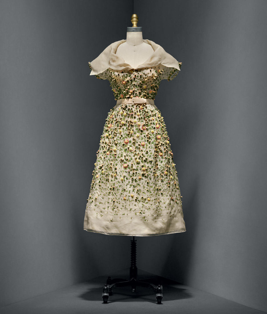 vilmiron-dress-christian-dior-manus-x-machina-fashion-exhibition-met-nyc_dezeen_936_7