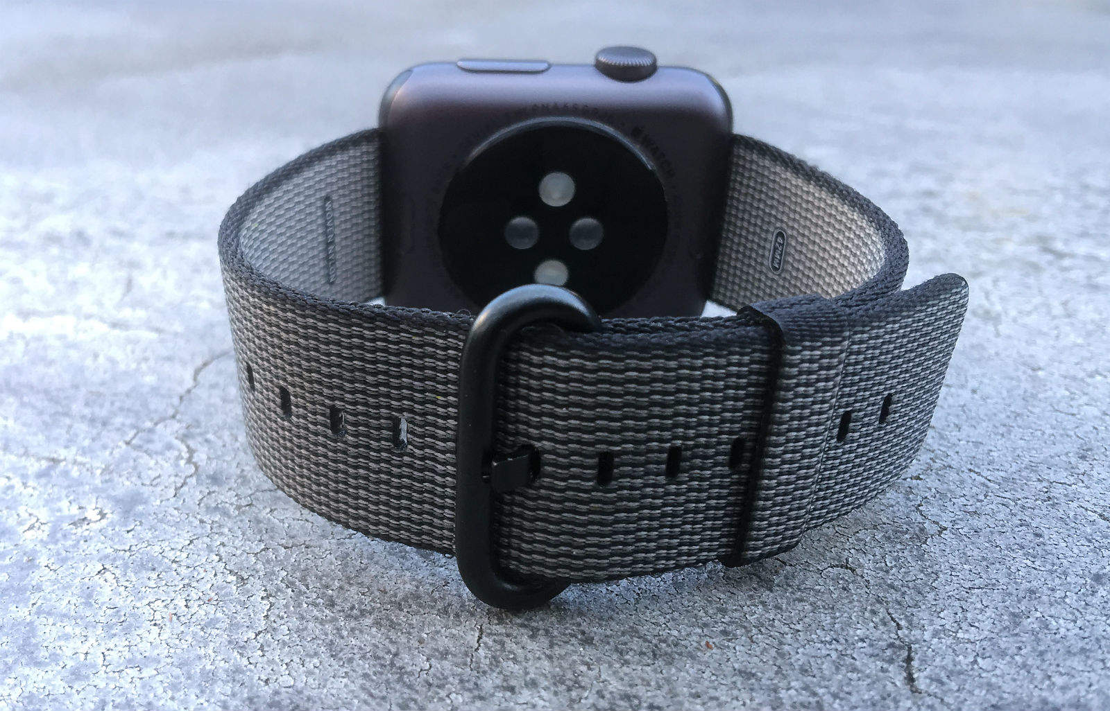 Review: Woven-nylon Apple Watch band might be worth $50