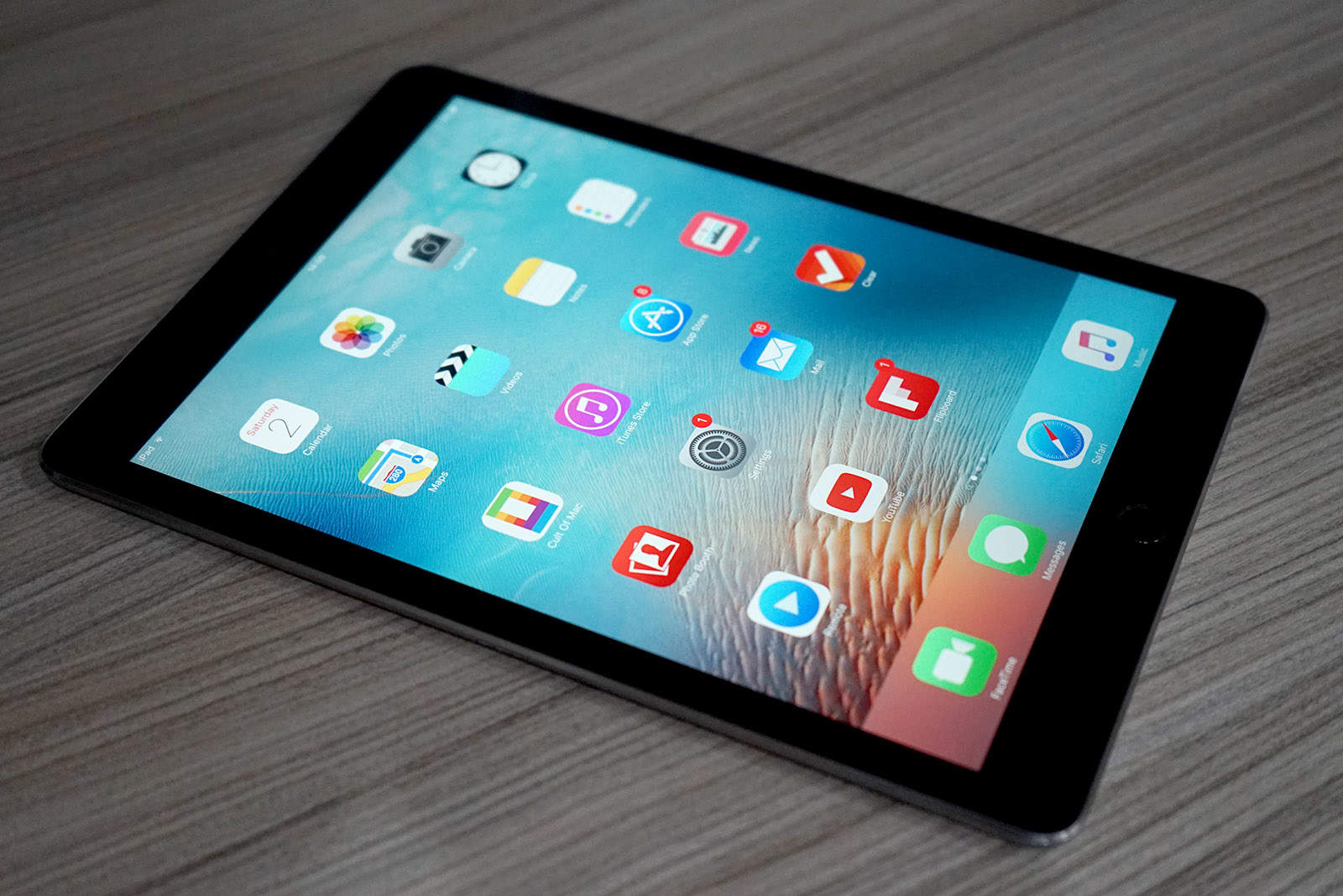 9.7-inch iPad Pro review: Terrific tablet is not a laptop ...