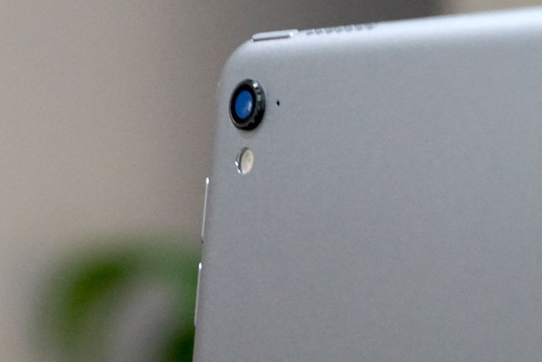 The new iPad Pro is packing the same iSight camera as iPhone 6s.