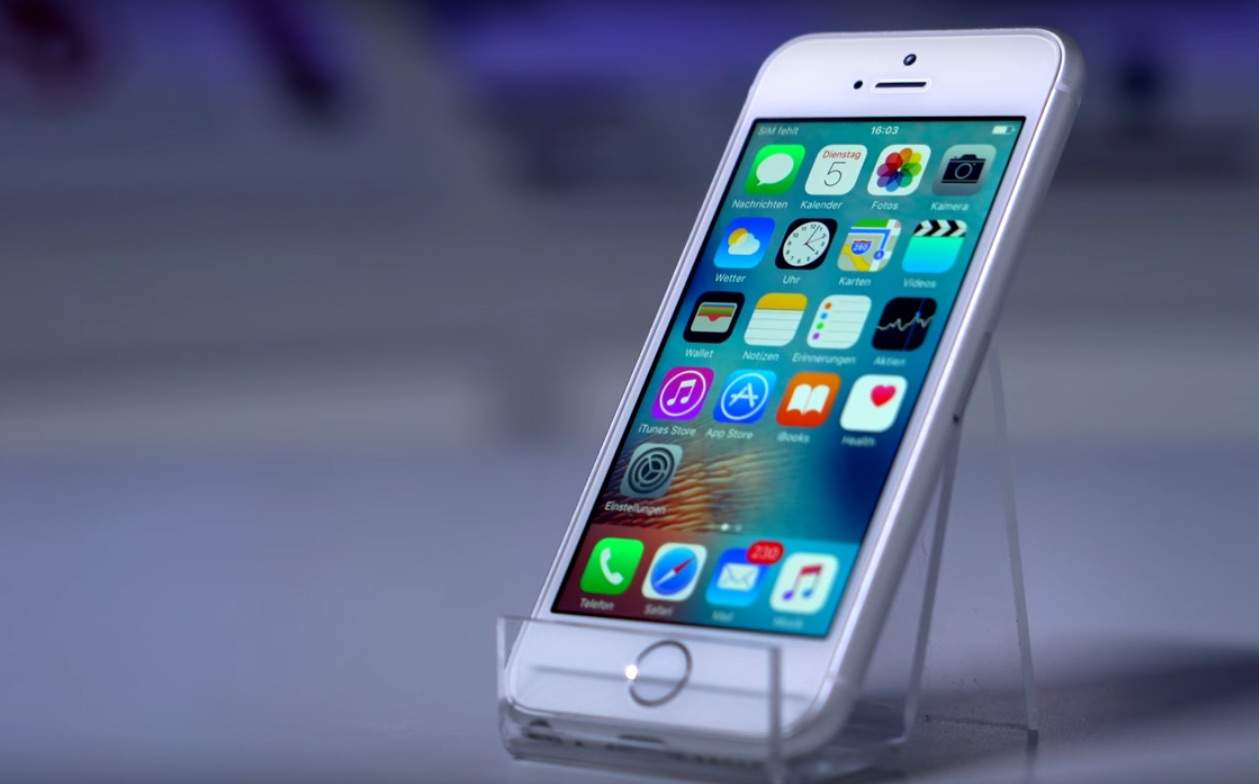 The 'iPhone 6 SE' has a 4-inch screen with an iPhone 6 body.