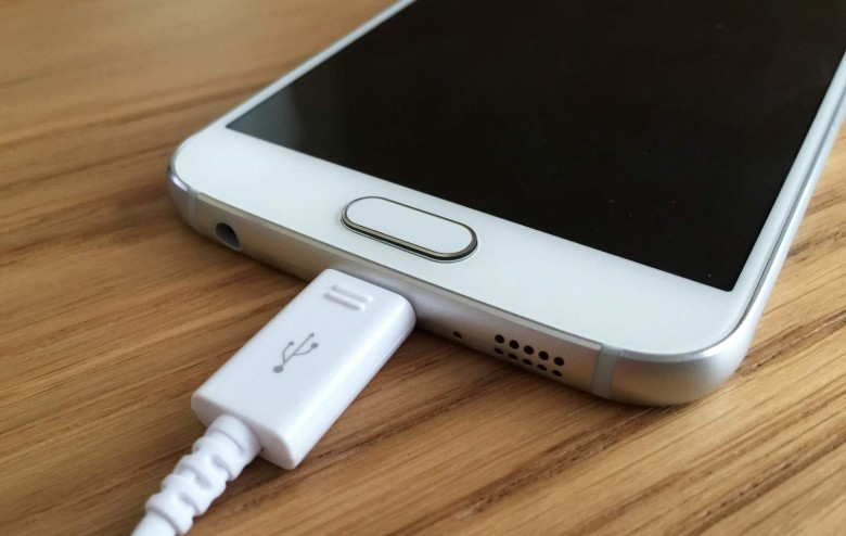 using-your-phone-while-it-charges-can-kill-you-image-cultofandroidcomwp-contentuploads201504Galaxy-S6-charging-jpg