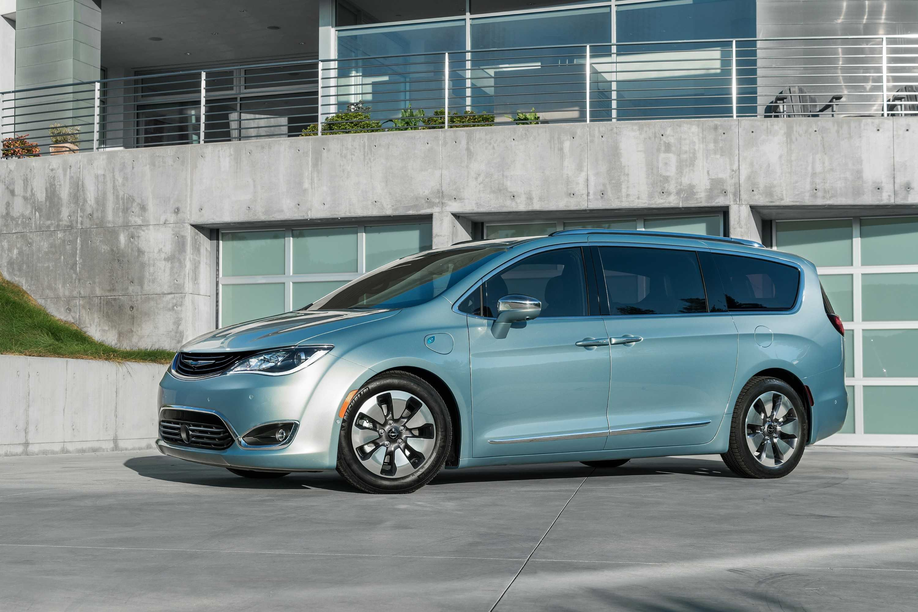 Google and Fiat are working on self-driving minivans.