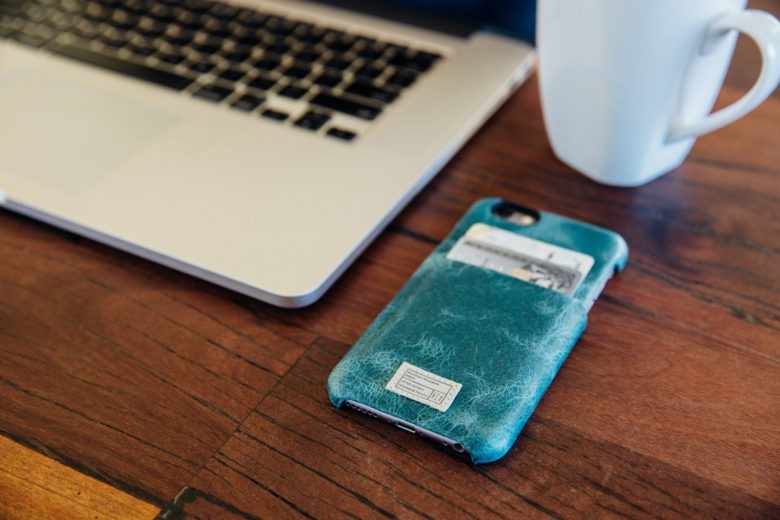 The Solo Wallet case has a slim profile and two slots intended for storing credit cards.