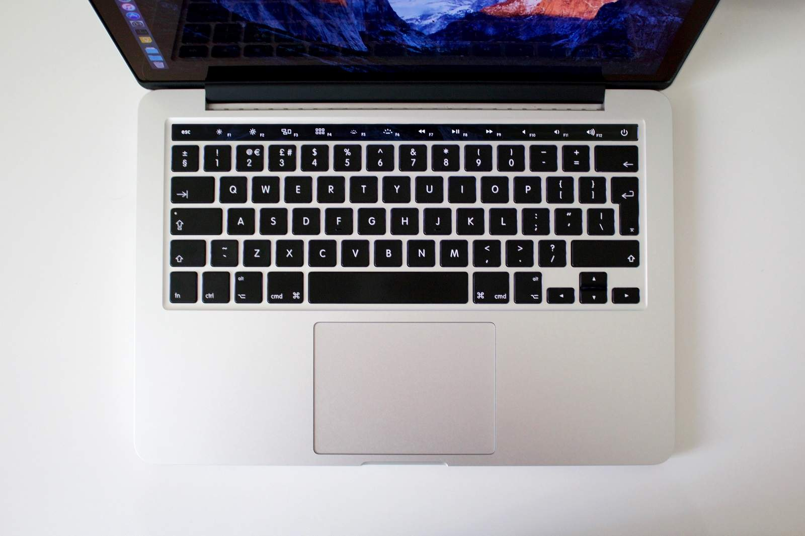 MacBook-OLED-touch-pad