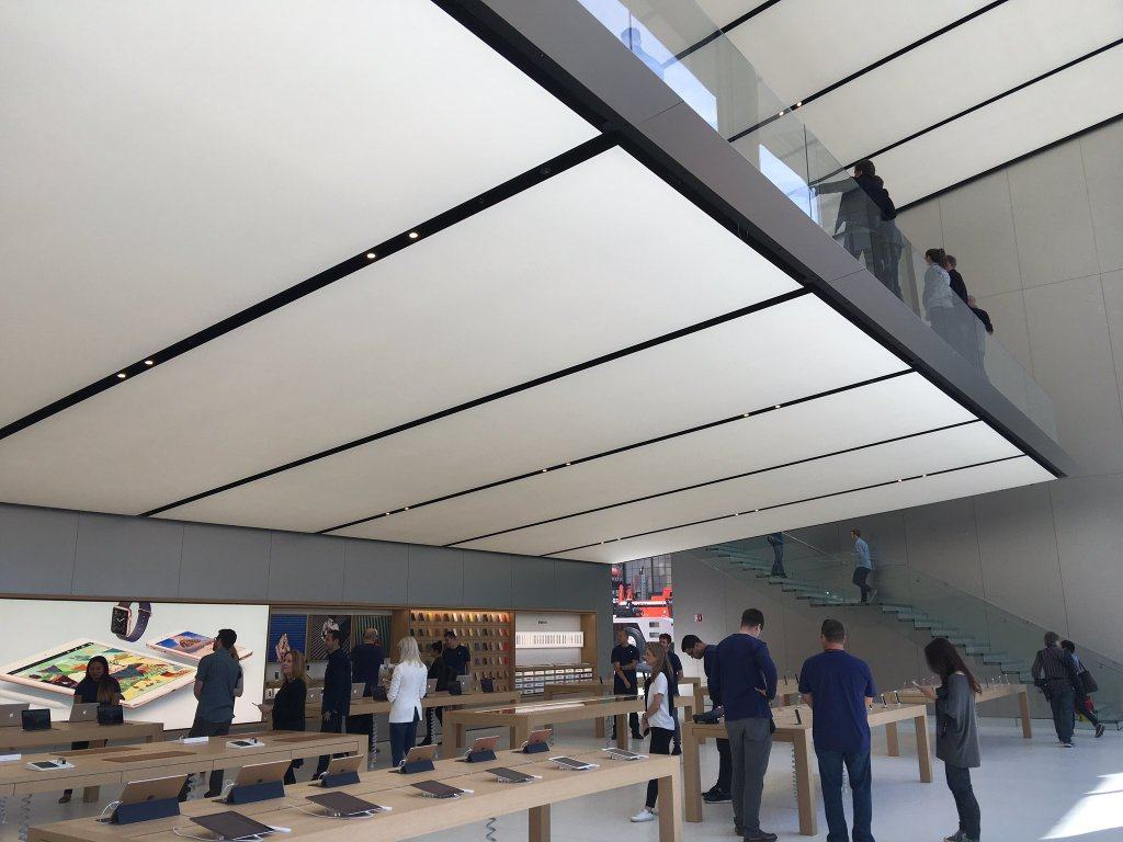 apple gives sneak preview of flagship union square store