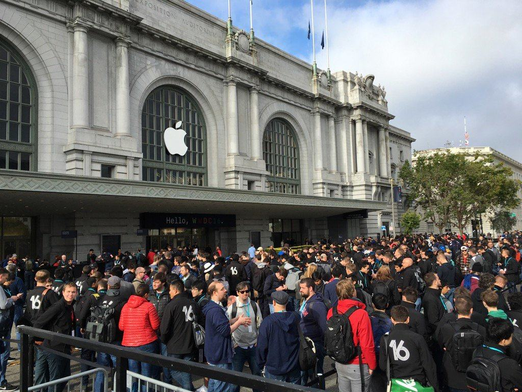 The line for WWDC 2016 is HUGE!