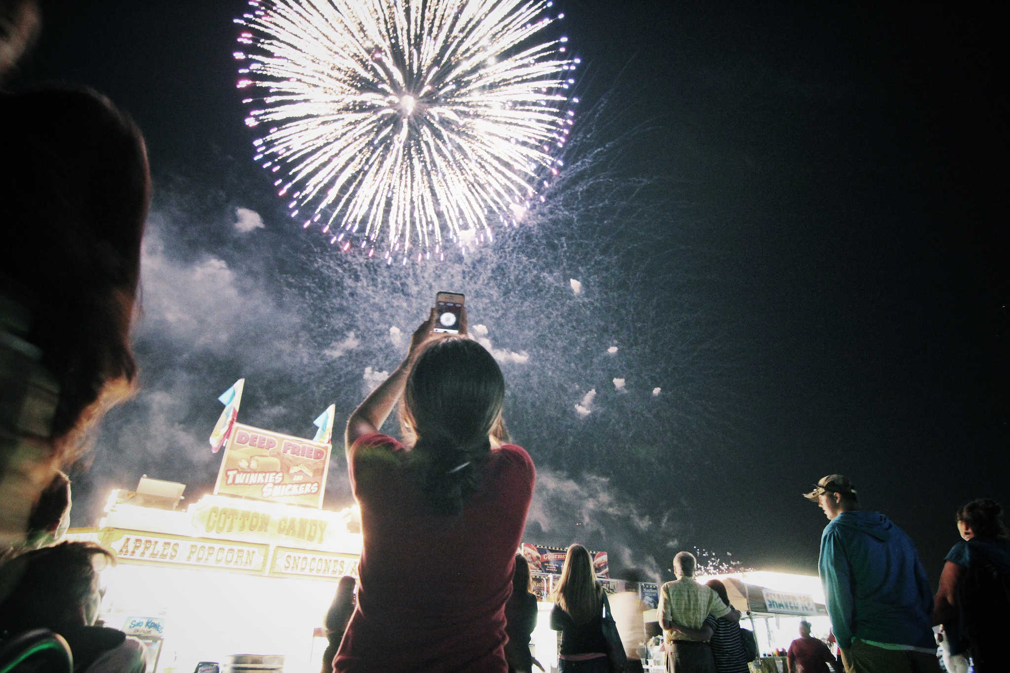 These tips will help you take better fireworks photos.