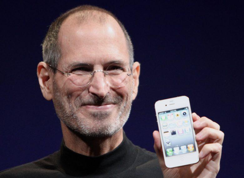 steve jobs holiding iPhone