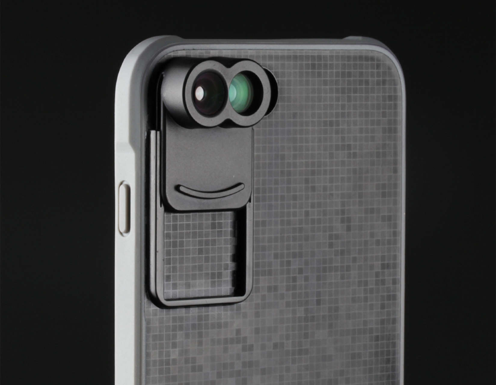 Hey four eyes! The Kamerar ZOOM lens attachment expands the telephoto/zoom capabilities of the dual-lens iPhone 7 Plus.