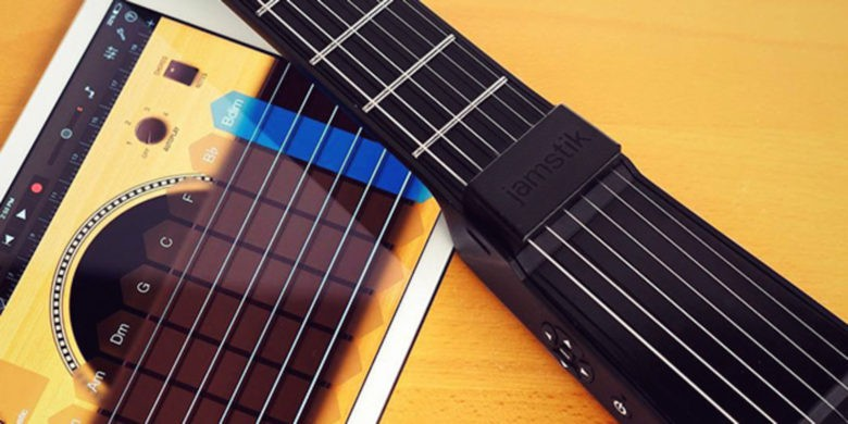 Carry a fully equipped, digitally enabled guitar in your backpack