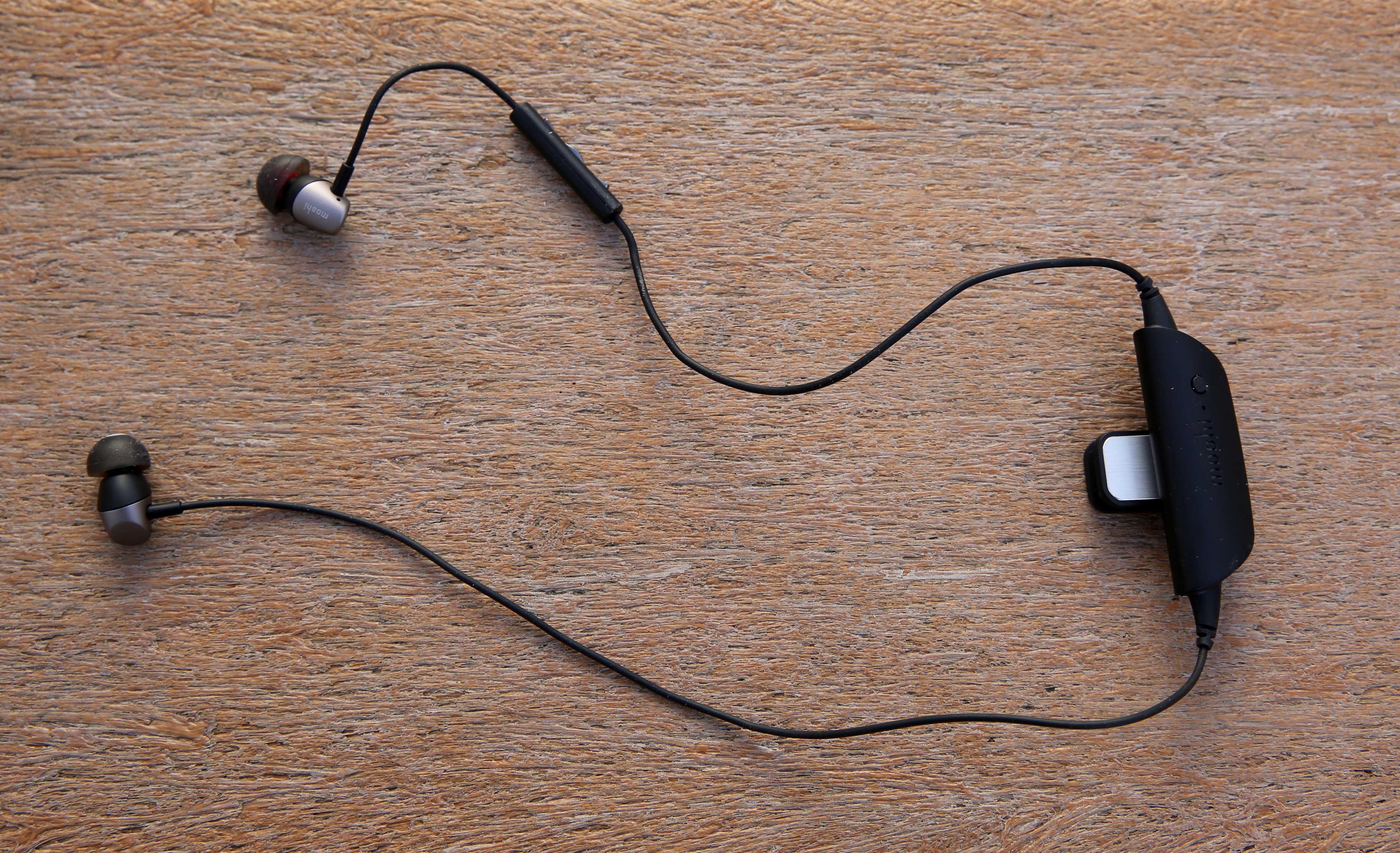 Moshi Mythro Air earbuds